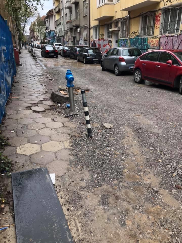 Opasniyat Char Na Malkite Ulici V Sofiya Nedovrsheni Remonti Debnat