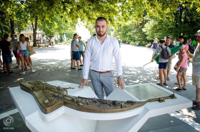 24 Godishen Student Ot Varna Szdade Relefna Karta Na Morskata