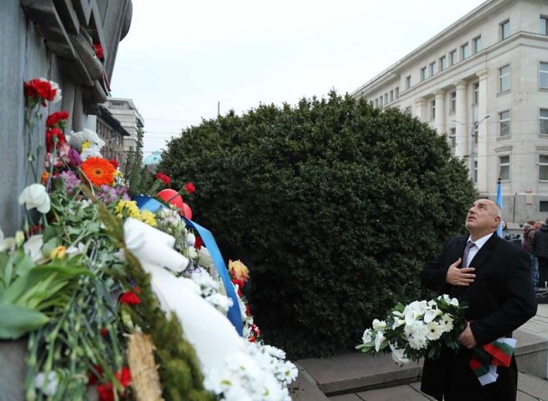 """Резултат с изображение за """"борисов паметника левски"""""""