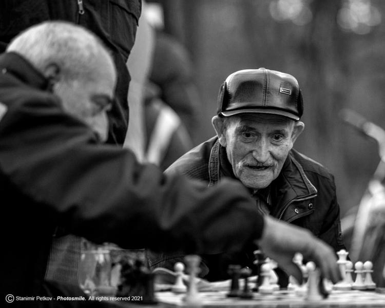 Когато страстта е по- силна от студа! Шах и мат в Цар Симеоновата градина.